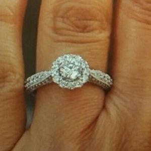 New 14k white gold Round cut Engagement Ring sz 7